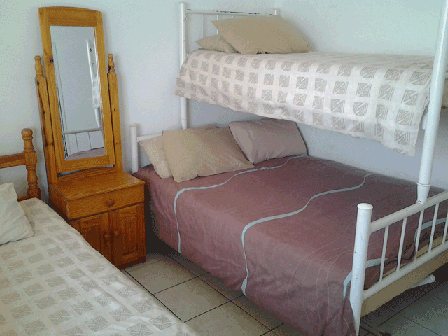 stella-maris-164-accommodation-in-amanzimtoti-2nd-bedroom